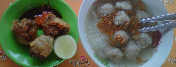 Bakso Pak Sari (eks depan SMA 1 Kediri) is one of Kuliner di Kediri.