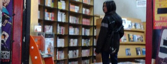 ZOE Library, Shop & Cafe is one of Bandung ♥.