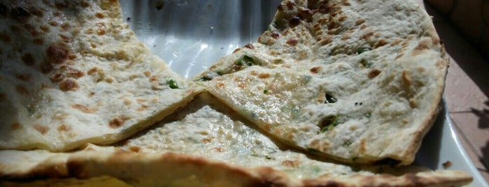 Roys Pizza & Indian Tandoori is one of Tenerife: restaurantes y guachinches..