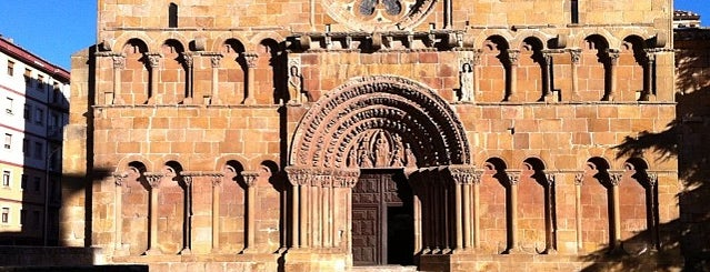 Iglesia De Santo Domingo is one of Gente buena y buena gente.