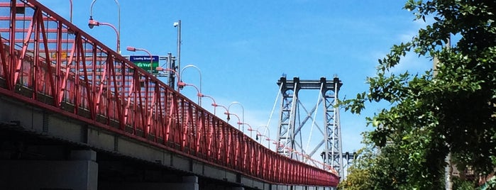 Williamsburg Bridge is one of Architecture - Great architectural experiences NYC.