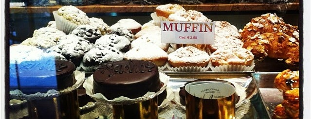 Pasticceria Migliavacca is one of Milano food.