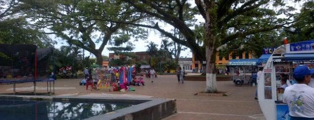 Parque Central Acacías is one of Para Trasnochar!.