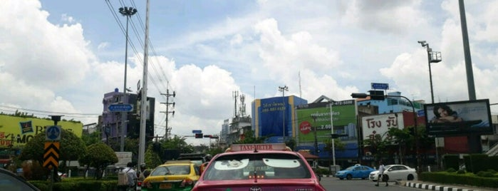 Ban Khaek Intersection is one of All-time favorites in Thailand.
