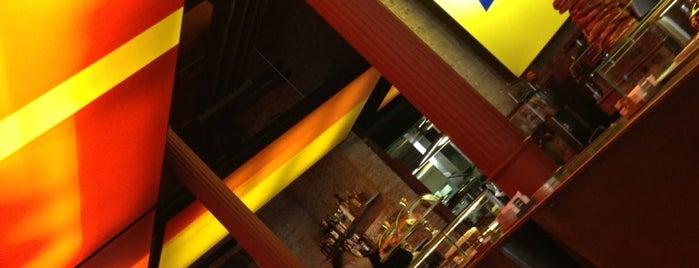 Fàbrica Moritz Barcelona is one of Restaurantes donde comer en Barcelona.