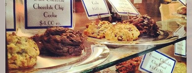 Levain Bakery is one of Manhattan Essentials.