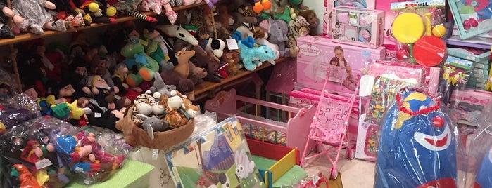 Cuca Toys is one of Lugares para Voltar.