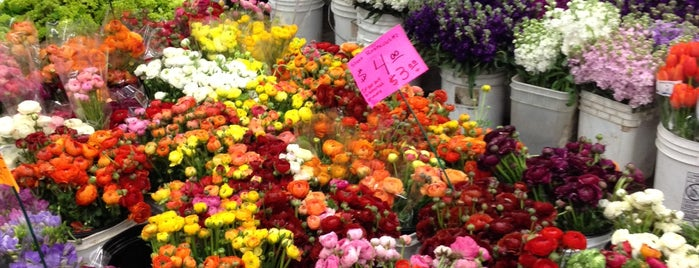 Los Angeles Flower Market is one of Discover Los Angeles.