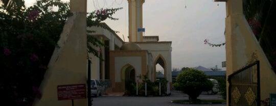 Masjid Kariah Paroi Jaya is one of Baitullah : Masjid & Surau.