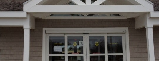 Bethany's Airport Diner is one of Block Island.