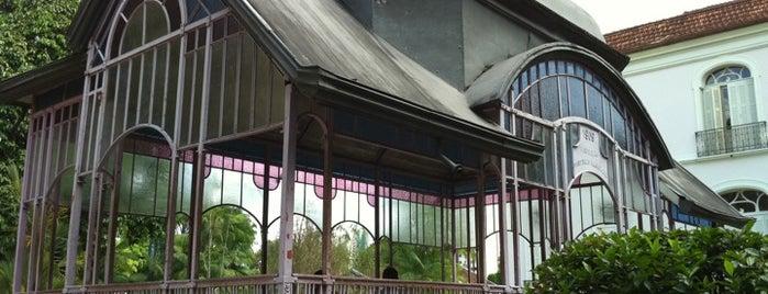 Parque da Residência is one of meus pontos de localização.