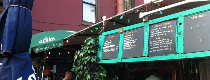 Gowanus Yacht Club is one of Drink lots of good beer here.