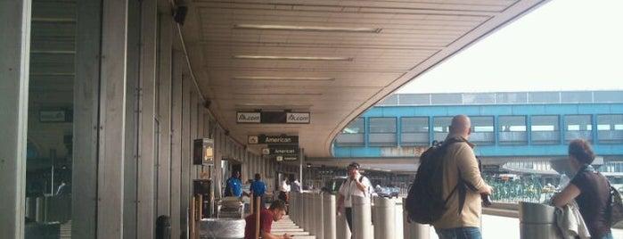 Flughafen LaGuardia (LGA) is one of World Airports.