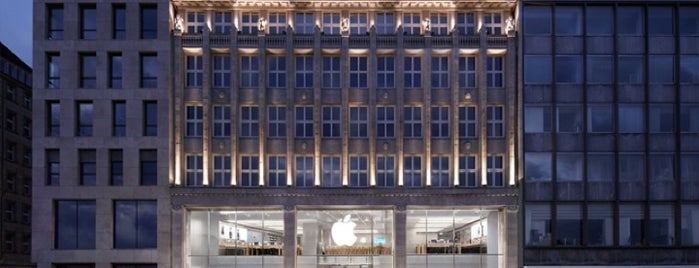 Apple Jungfernstieg is one of Hamburg 2017.