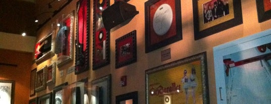 Hard Rock Cafe Santo Domingo is one of Restaurantes.