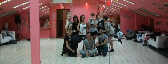 Мир танца is one of танцы нараёне.