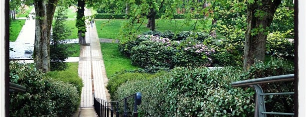 Parc de Bercy is one of Parcs, jardins et squares - Paris.