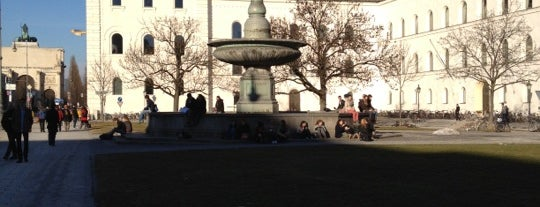 Geschwister-Scholl-Platz is one of All the great places in Munich.