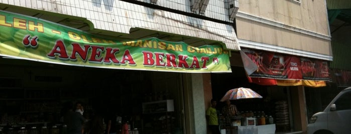 Toko Manisan Cianjur is one of Guide to Bandung's best spots.