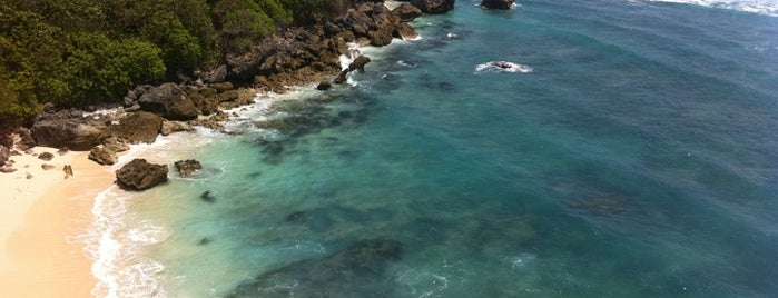 Blue Point Beach is one of Places to Visit in BALI.