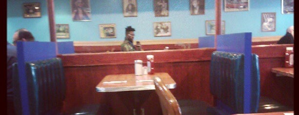 Happy Days Diner is one of Downtown Brooklyn.
