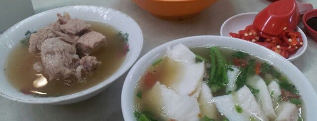 Outram Park Ya Hua Rou Gu Cha | 欧南园亚华肉骨茶 is one of Good Food Places: Hawker Food (Part I)!.