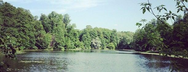 Природно-исторический парк «Кузьминки-Люблино» is one of Сады и парки Москвы.