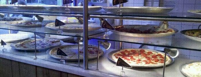 O Pedaço da Pizza is one of Baixo Augusta.