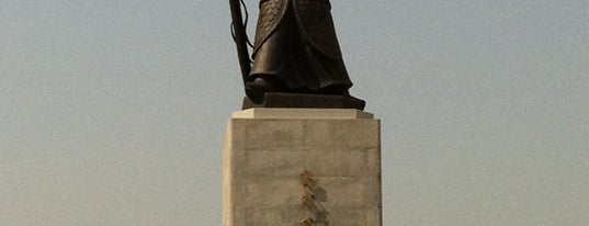 The Statue of Admiral Yi Sunsin is one of Seoul #4sqCities.