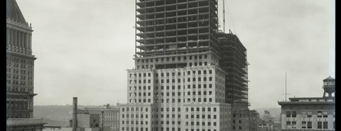 Carew Tower is one of Surviving Historic Buildings in Cincinnati.