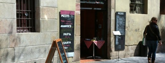 Pizza Paco is one of Wifi places in Barcelona.
