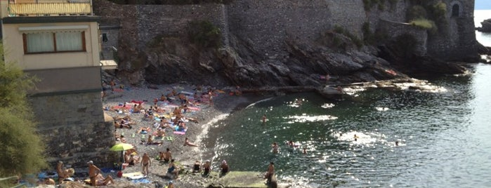 Spiaggia Capolungo is one of Beach.