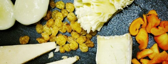 Poncelet Cheese Bar is one of 101 lugares para Susana.