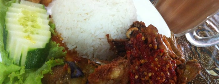 Ayam Bakar Wong Solo is one of Food Hunting.
