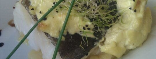 Saffron Restaurant & Tapas is one of Granada para picar, pintxos, tapeos & más.