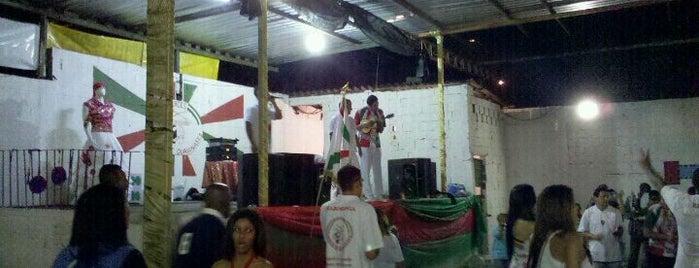 G R E S Unidos de Guaianases is one of Escola de Samba.