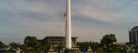 Tugu Pahlawan is one of Guide to Surabaya's best spots.