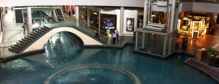 The Shoppes At Marina Bay Sands is one of Shopping: FindYourStuffInSG.