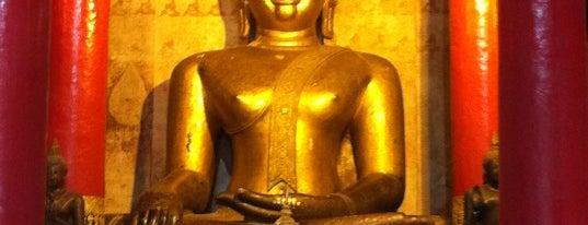 วัดพระธาตุช้างค้ำวรวิหาร is one of Holy Places in Thailand that I've checked in!!.