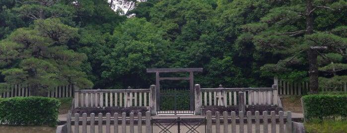 綏靖天皇 桃花鳥田丘上陵(四条塚山古墳) is one of 天皇陵.