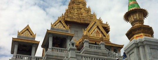 Wat Traimitr Withayaram is one of Holy Places in Thailand that I've checked in!!.