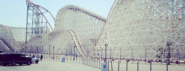 Six Flags Magic Mountain Parking Lot is one of California 2014.