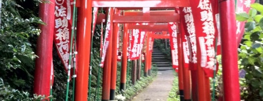 佐助稲荷神社 is one of 神奈川県鎌倉市の神社.