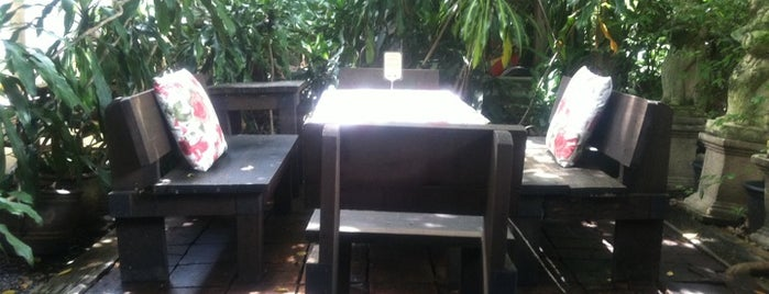 Bankampu Tropical Café is one of Favorite Food.