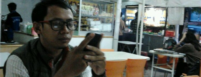 Roti Bakar 88 is one of Places in Pamulang. Tangerang..