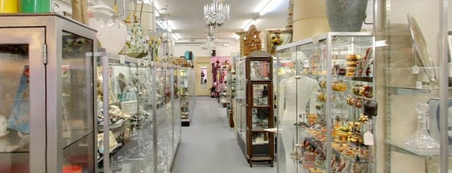 broadway antique market is one of the 13 best antique shops in chicago