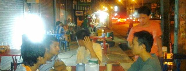 ร้านกระเบื้อง อาหารตามสั่งมุสลิม is one of ร้านอาหารมุสลิม.