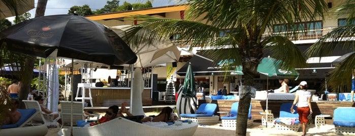 Azzura Beach Club is one of Clubbing: FindYourEventInSG.