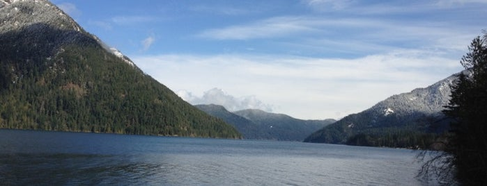 Lake Crescent is one of Olympic National Park 💚.