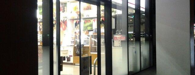 ナチュラルローソン 新横浜三丁目店 is one of 新横浜マップ.